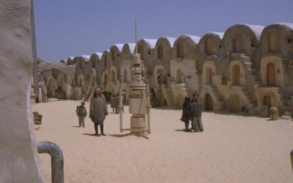 Tatooine-planeetan pikkukaupungeissa orjilla on omat korttelinsa.